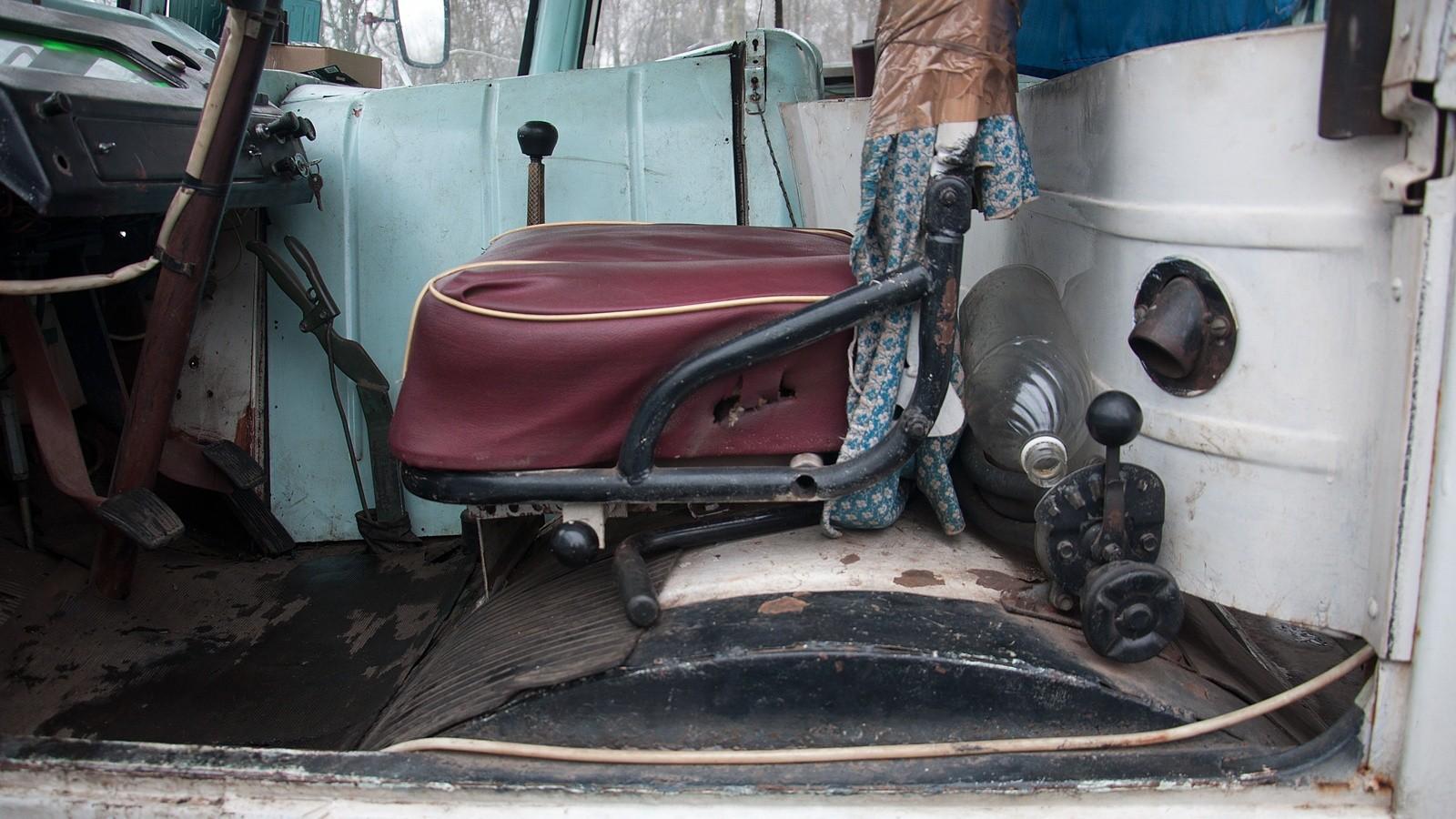 ПАЗ 672М водительское сидение