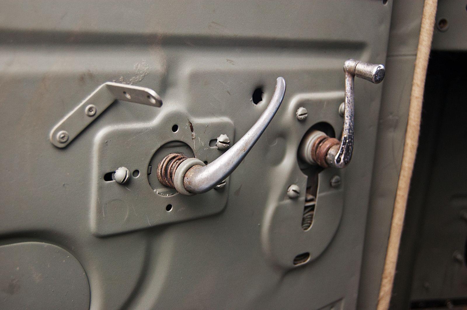 Низкая посадка, кабина из жести и много тумблеров: тест-драйв Citroen Т45 1940 года