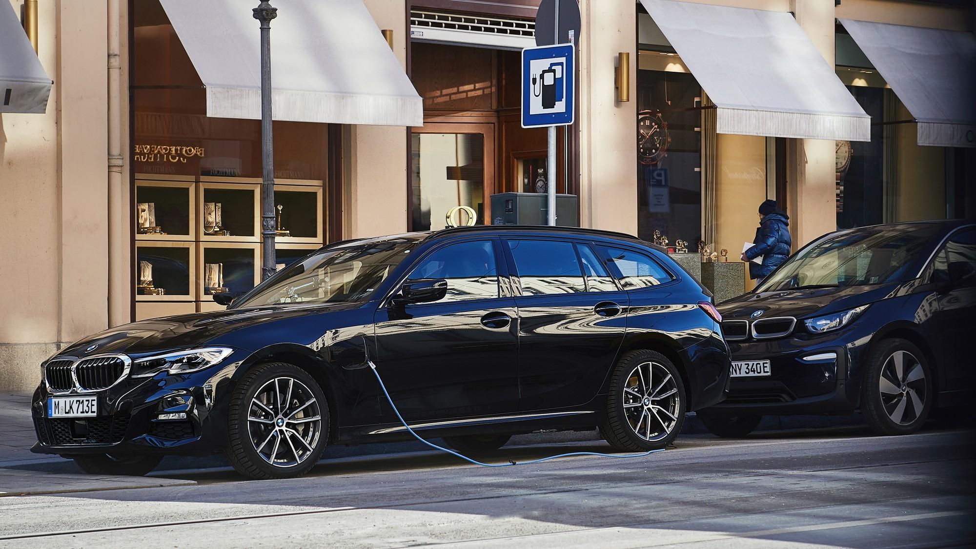 Plug-in гибриды продолжают гореть: на сей раз массовый отзыв моделей BMW