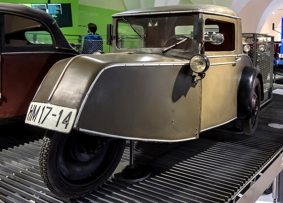 Заднеприводная машина Goliath Pionier