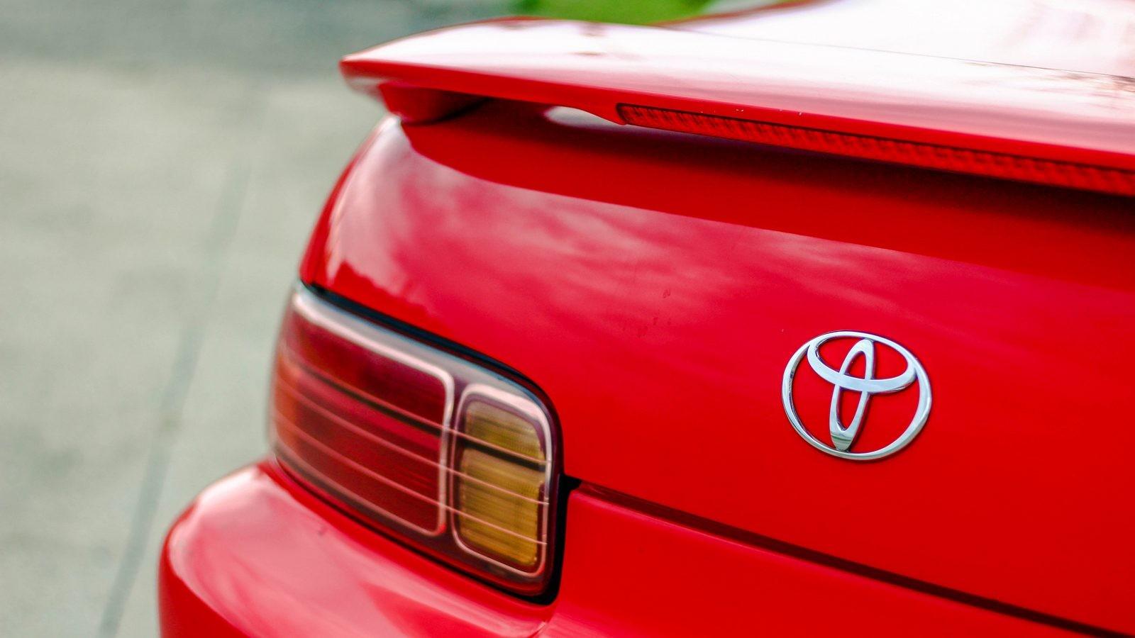 Toyota Soarer красная фонарь шильдик спойлер