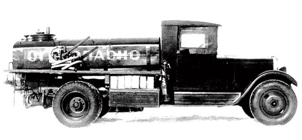 Многоцелевая автоцистерна завода «Промет» с ручным топливным насосом