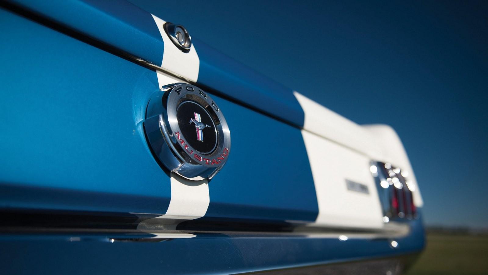На фото: Shelby GT350 1965