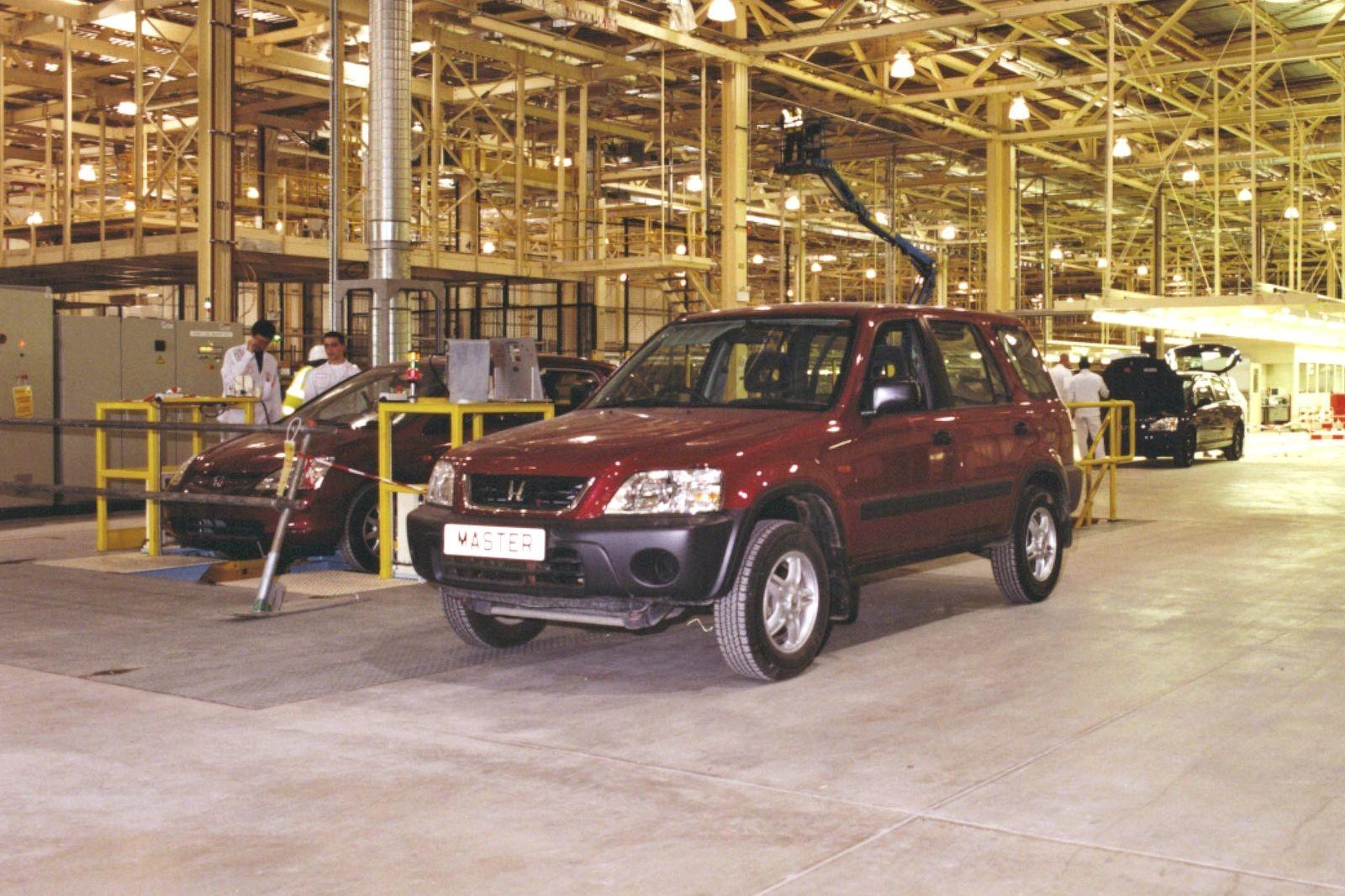 Завод в Суиндоне был запущен в 1985 году и в лучшие времена кроме Сивиков выпускал модели Accord, CR-V и Jazz. Сейчас на предприятии трудятся 3500 человек, всех их ждёт увольнение.