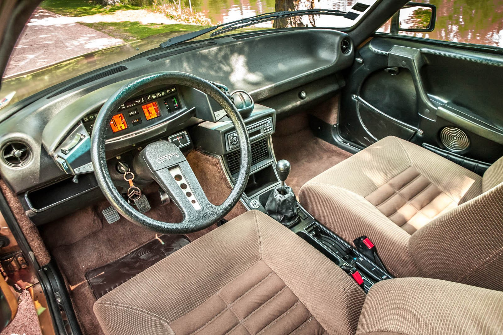 На позолоченном брюхе: тест-драйв Citroen CX