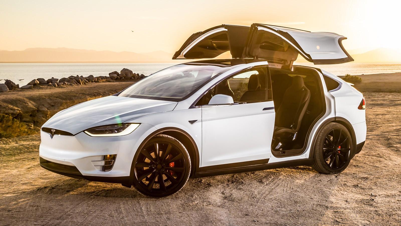 На фото: кроссовер Tesla Model X