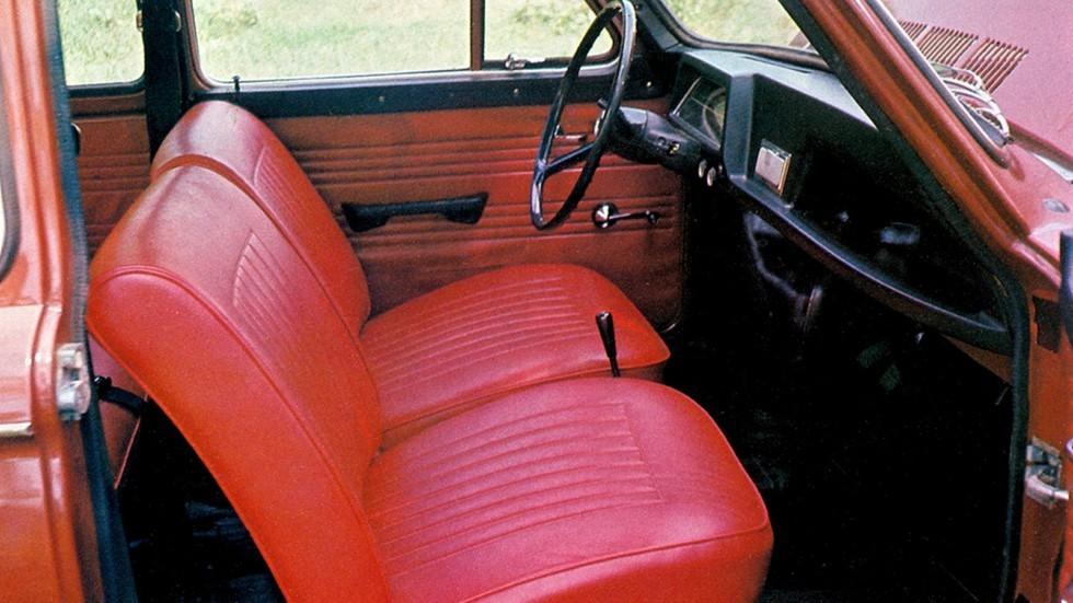 Пассажирское кресло на Запорожцах часто отсутствовало – на его месте появлялся еще один импровизированный багажник
