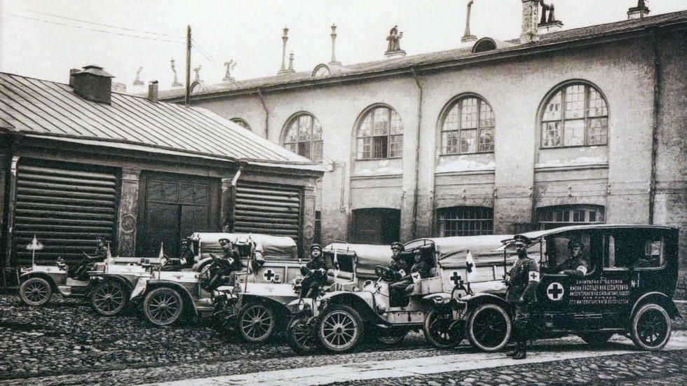 Автомобильные энтузиасты дореволюционной эпохи на добровольных началах формировали из собственной техники санитарные колонны