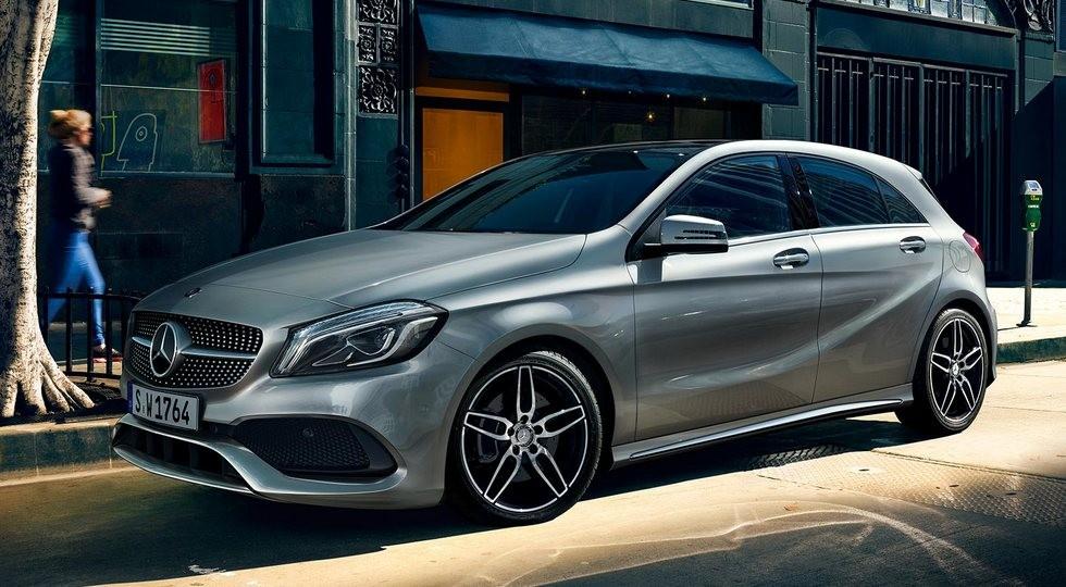 На фото: хэтчбек Mercedes-Benz A-Class текущего поколения