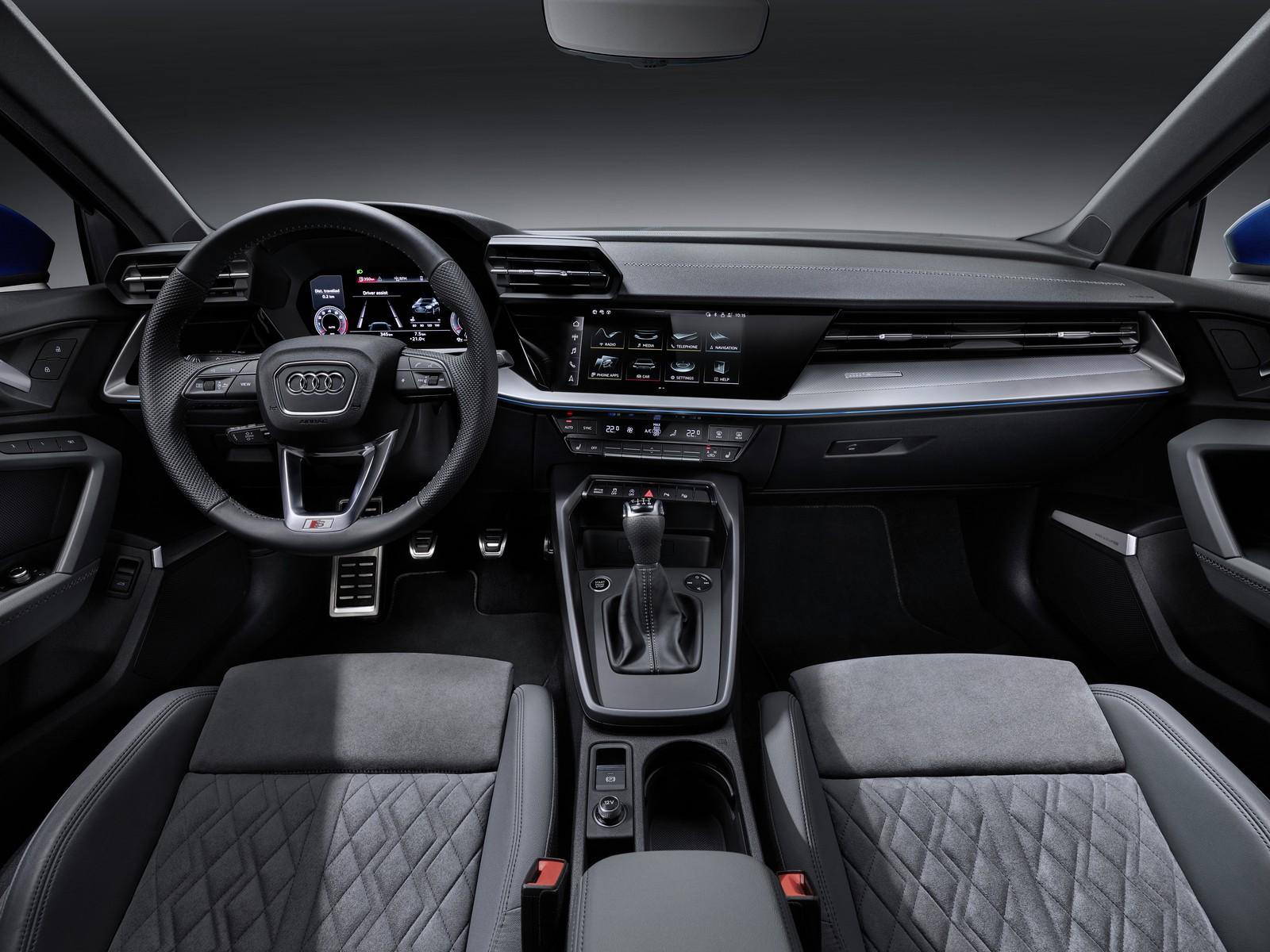 Новый Audi A3 дешёвая задняя подвеска и угловатый интерьер с настоящими кнопками