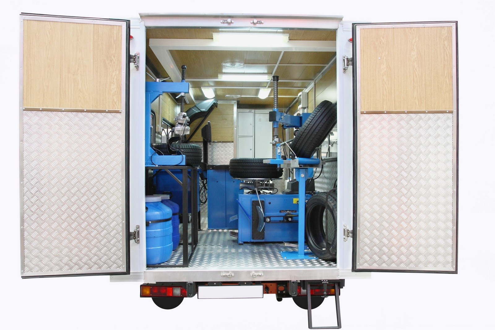 mobile tire fitting shop