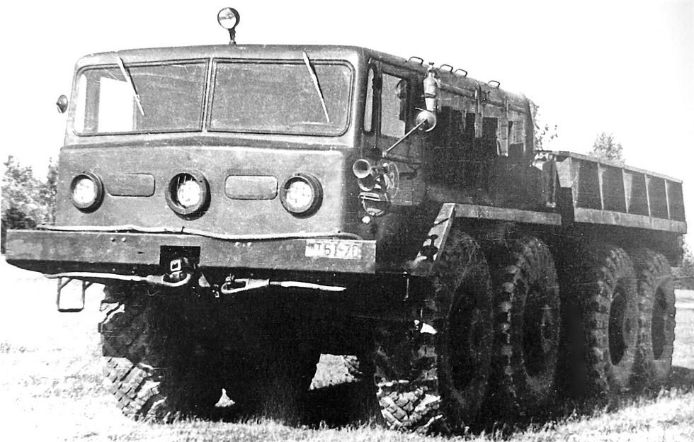Прототип балластного тягача МАЗ-537А с лебедкой. 1958 год (из архива НИИЦ АТ)