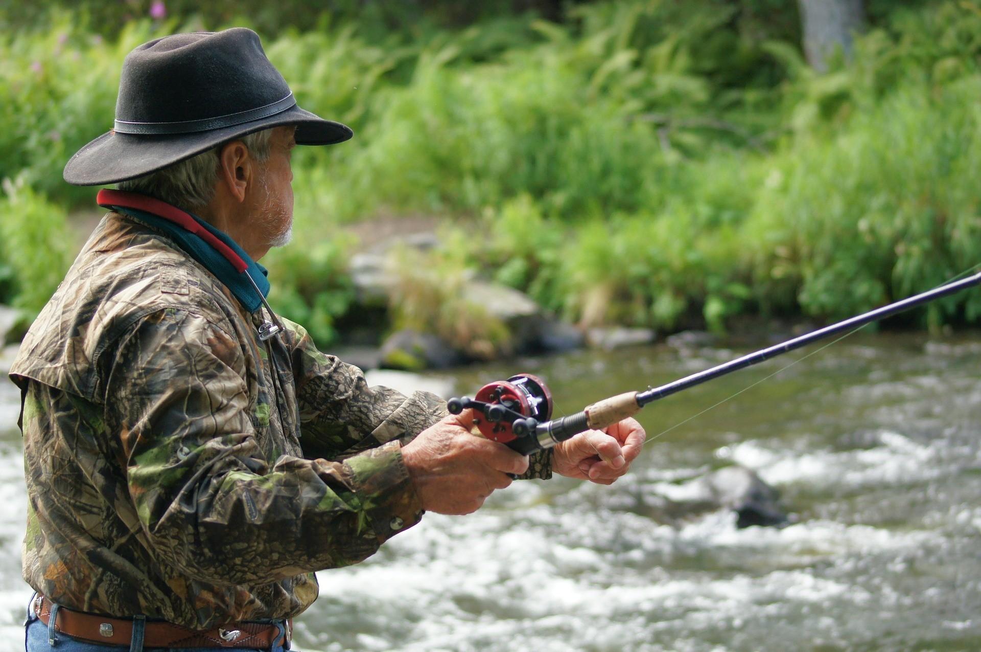 fisherman-585707_1920