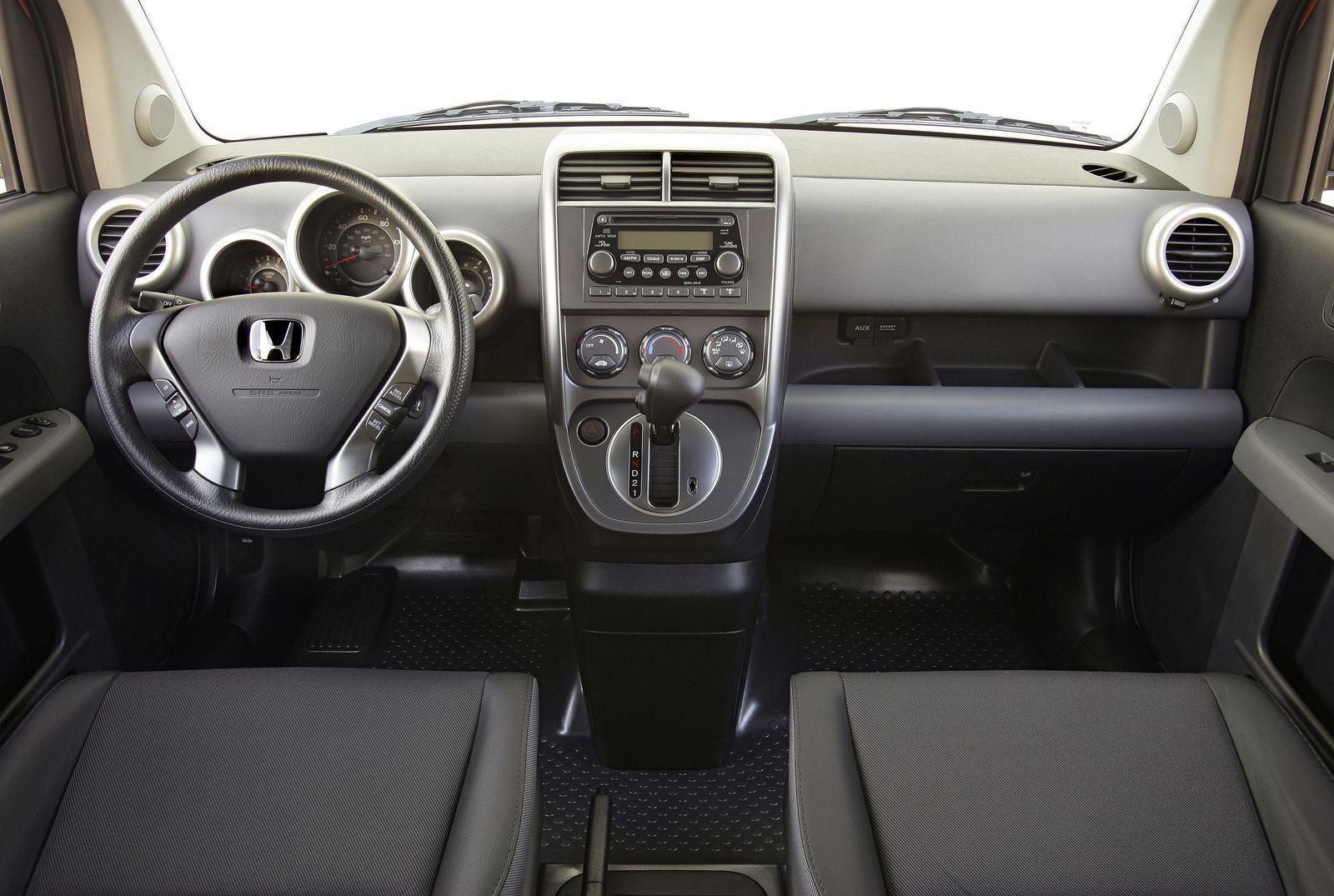 Весь покрытый пластиком, абсолютно весь: стоит ли покупать Honda Element за 550 тысяч