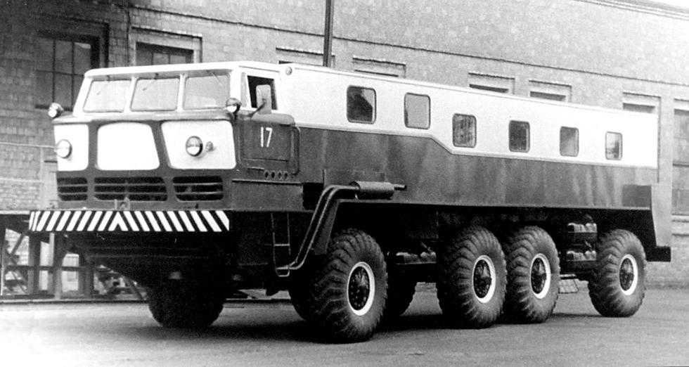 Тягач-лидер ЗИЛ-135ЛН активного трехзвенного автопоезда ЗИЛ-135КП