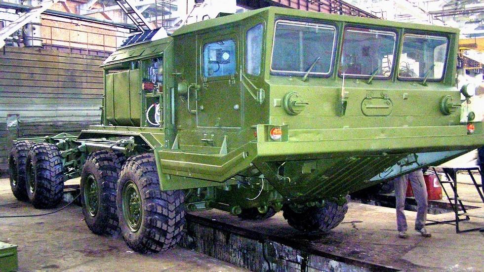 Автомобиль БАЗ-6950 в ремонтном цеху Брянского автозавода. 2007 год