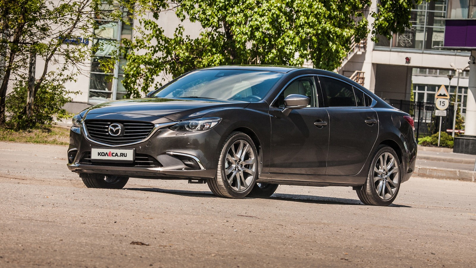 Mazda6 темно-серая вид три четверти