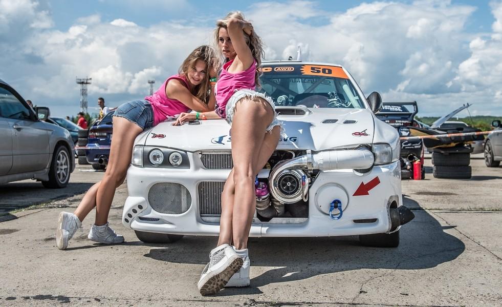 девушки для работы на гонках