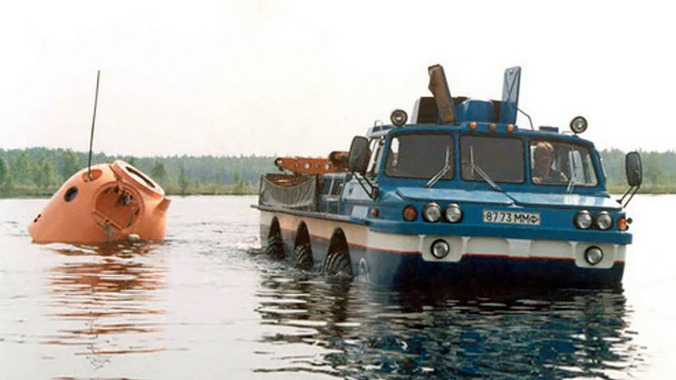 ЗиЛ-4906 Синяя Птица '1975–91 в воде