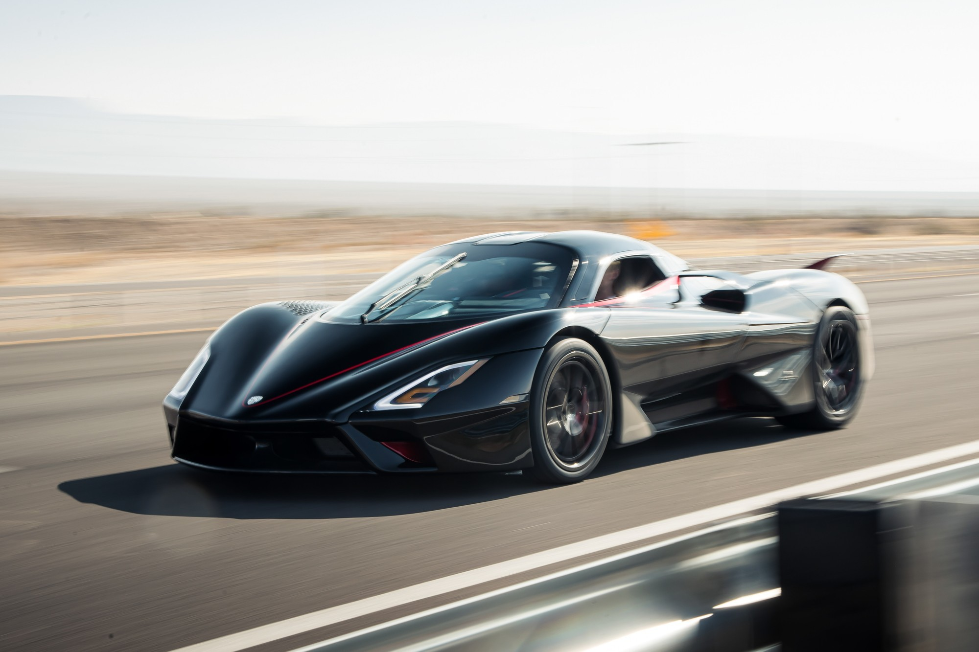 Bugatti давай до свидания SSC Tuatara стал самым быстрым серийным автомобилем в мире