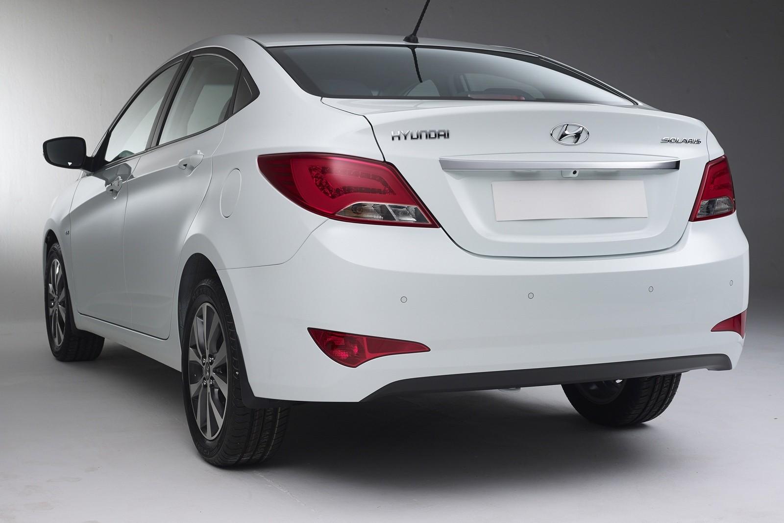 Hyundai Solaris (RB) '2014–17 сзади