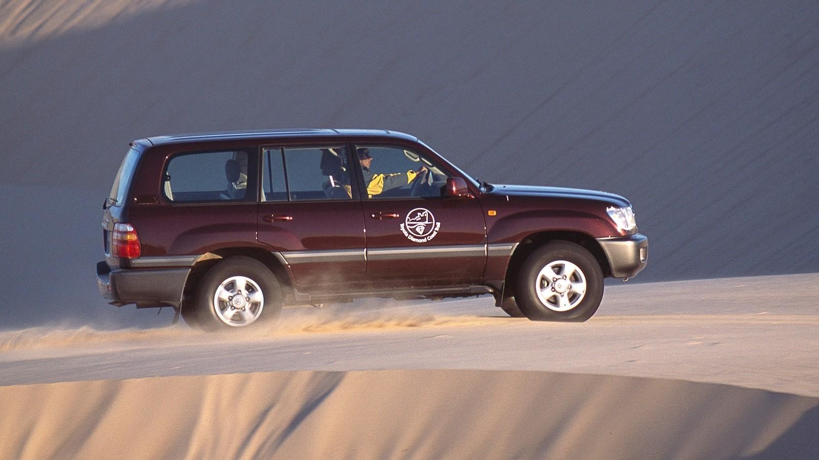 На фото: Toyota Land Cruiser 100 VX '1998–2002