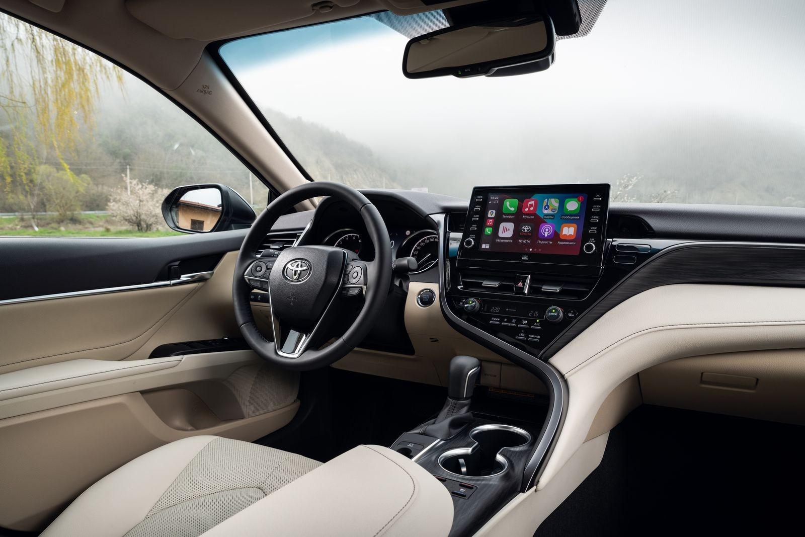 Ничего странного, только бизнес: тест-драйв обновленной Toyota Camry