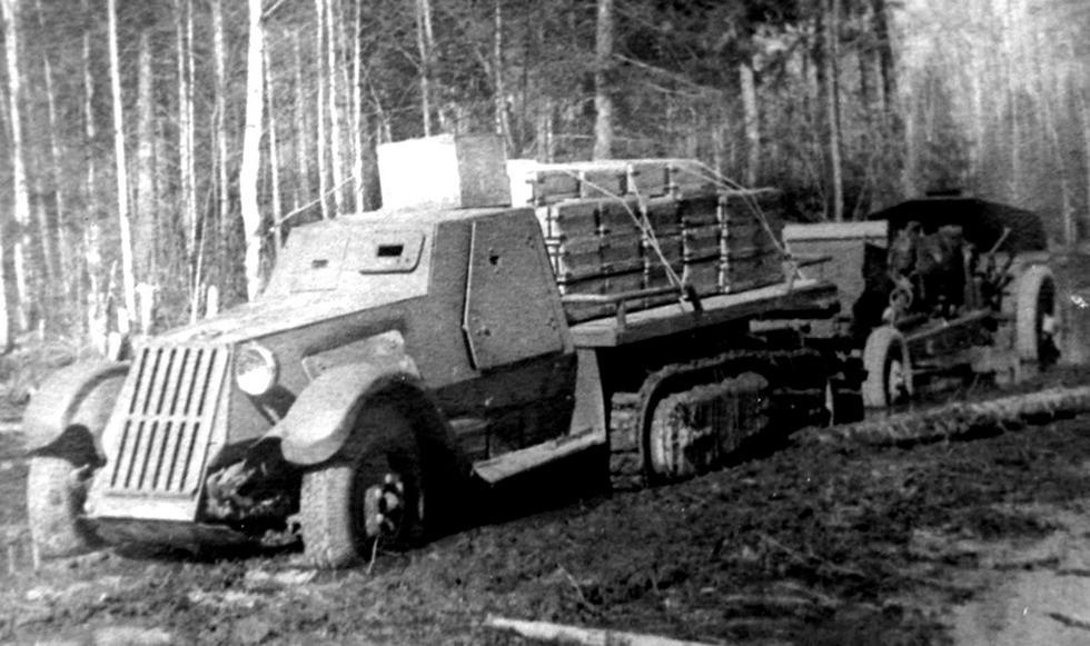Тягач ЗИС-22МБ с гаубицей М-30