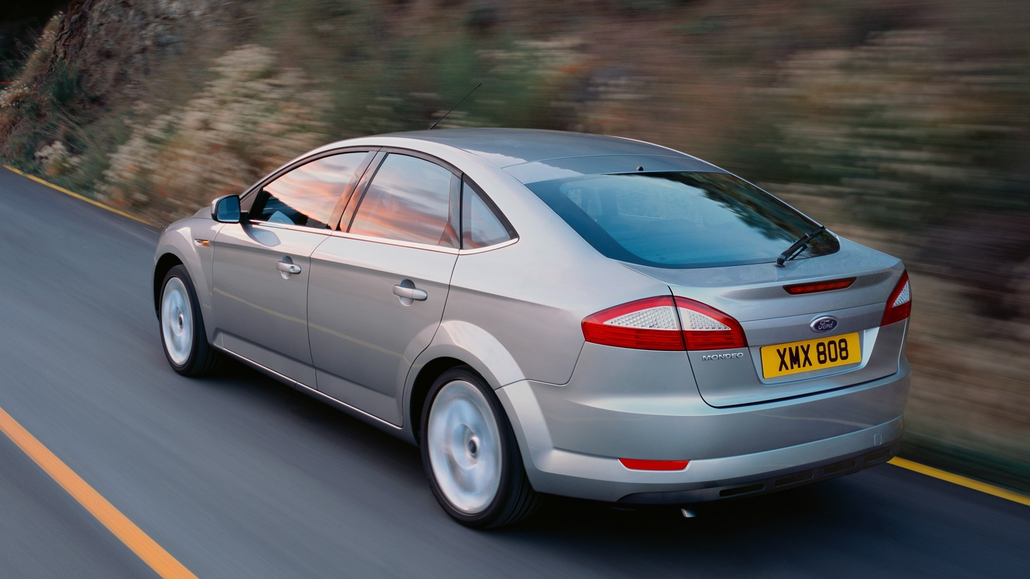 На фото: Ford Mondeo Hatchback '2007–10