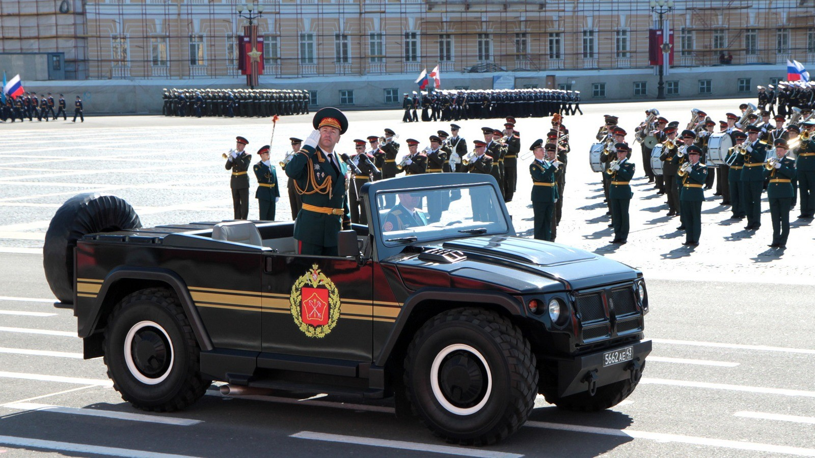 Машина СП46 «Тигр» на Дворцовой площади Санкт-Петербурга. 2012 год