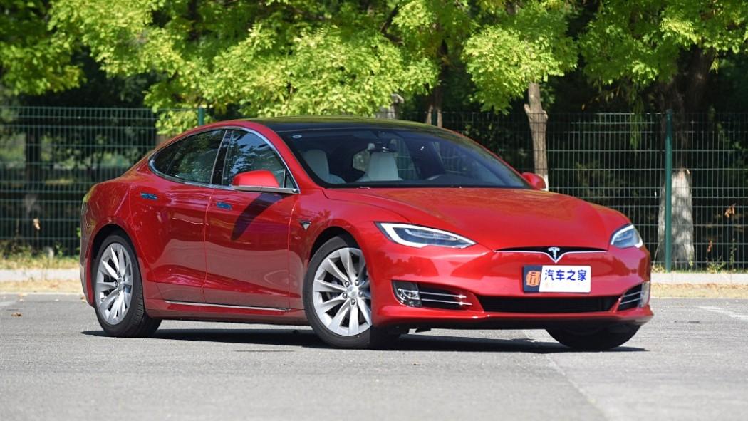 Tesla обвинила китайцев в неумении ездить, но согласилась на бесплатный ремонт