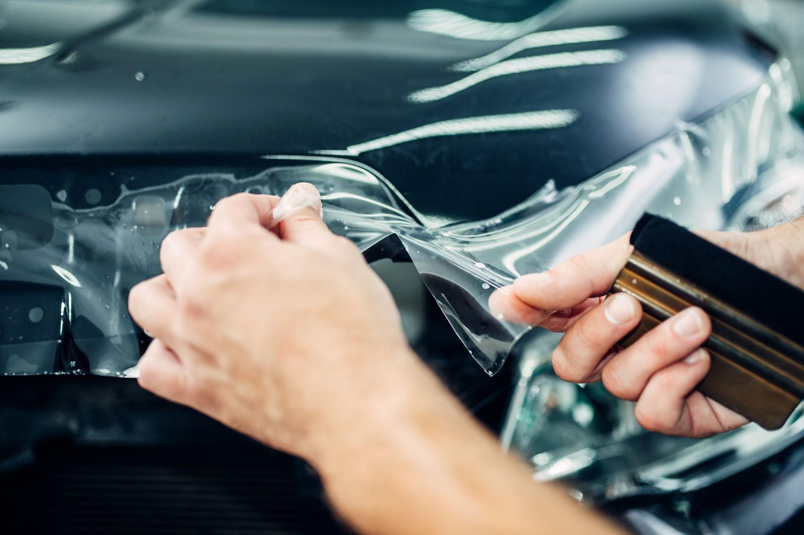 Защита кузова автомобиля полиуретановой пленкой – как и для чего это делают?