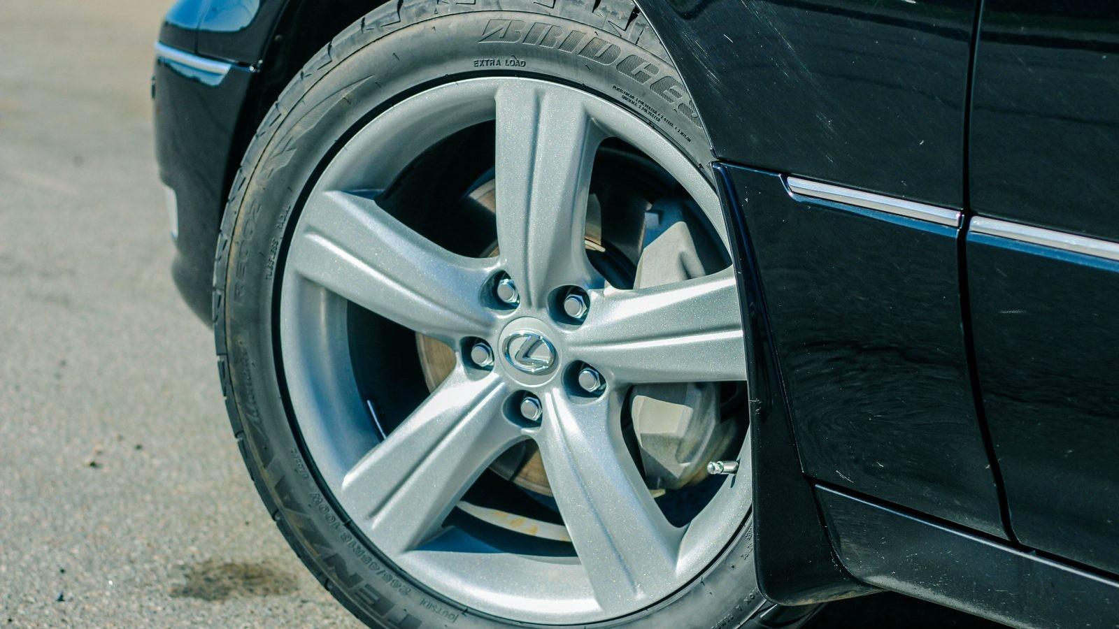 Lexus LS430 колесо
