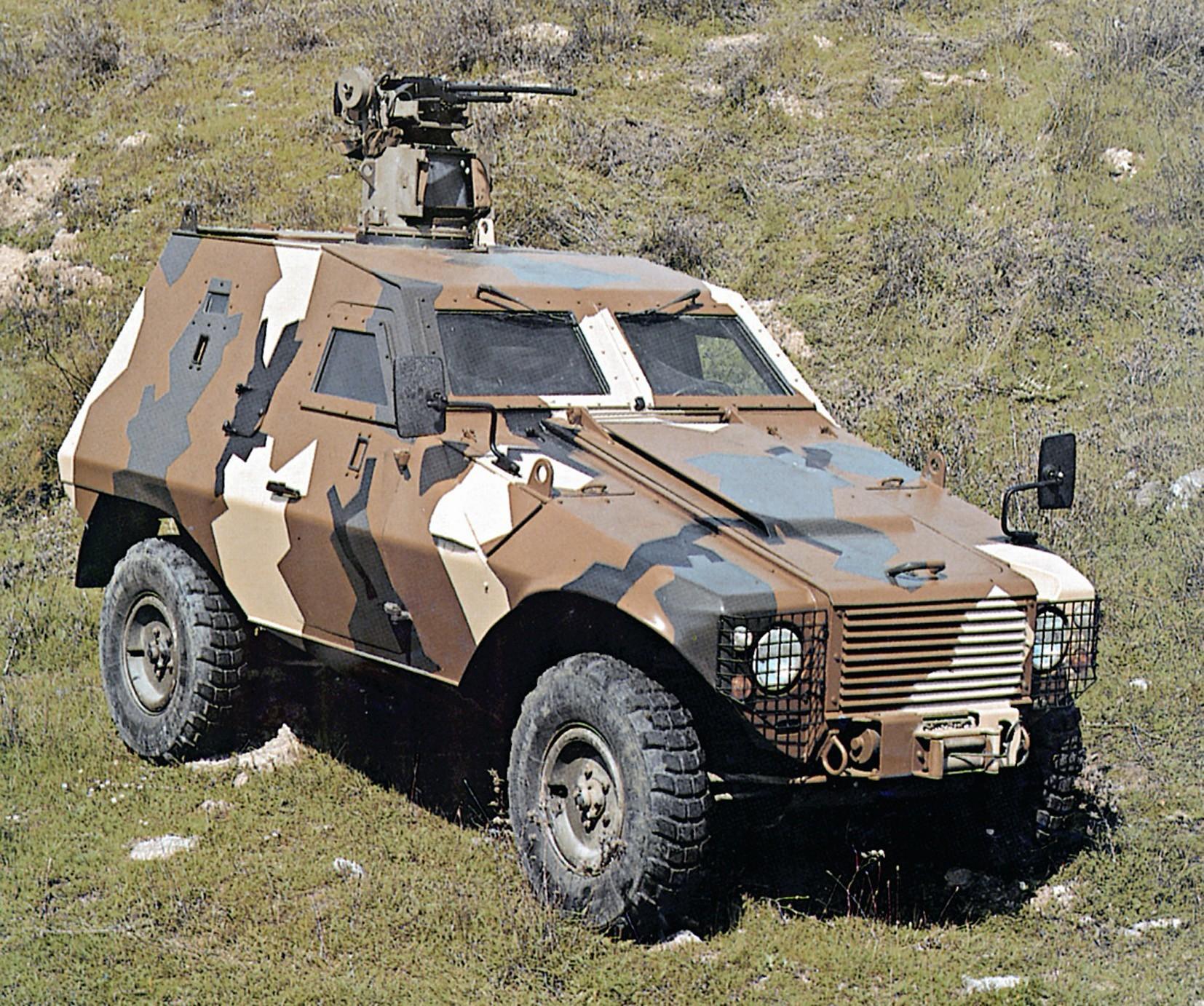Патрульная пулеметная бронемашина Otokar Akrep на шасси Defender