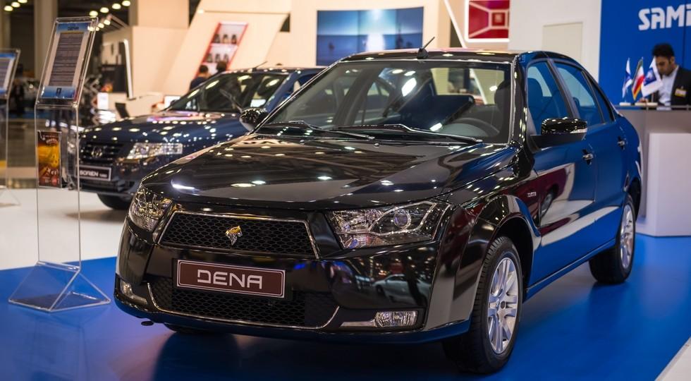 На фото: Iran Khodro Dena. Седан построен на лицензионной платформе Peugeot 405