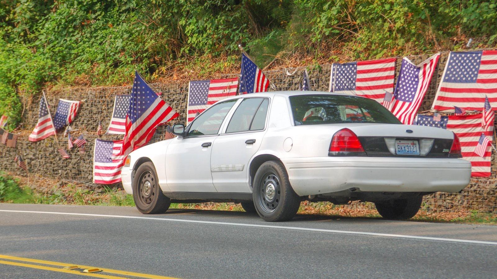 Ford Crown Victoria Police Interceptor сзади (2)
