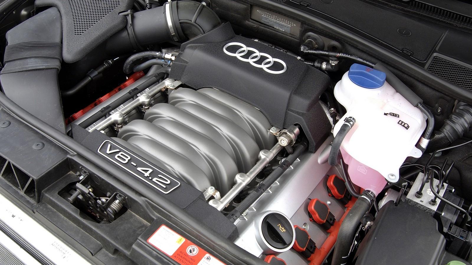 На фото: Под капотом Audi Allroad 4.2 quattro '2004–05