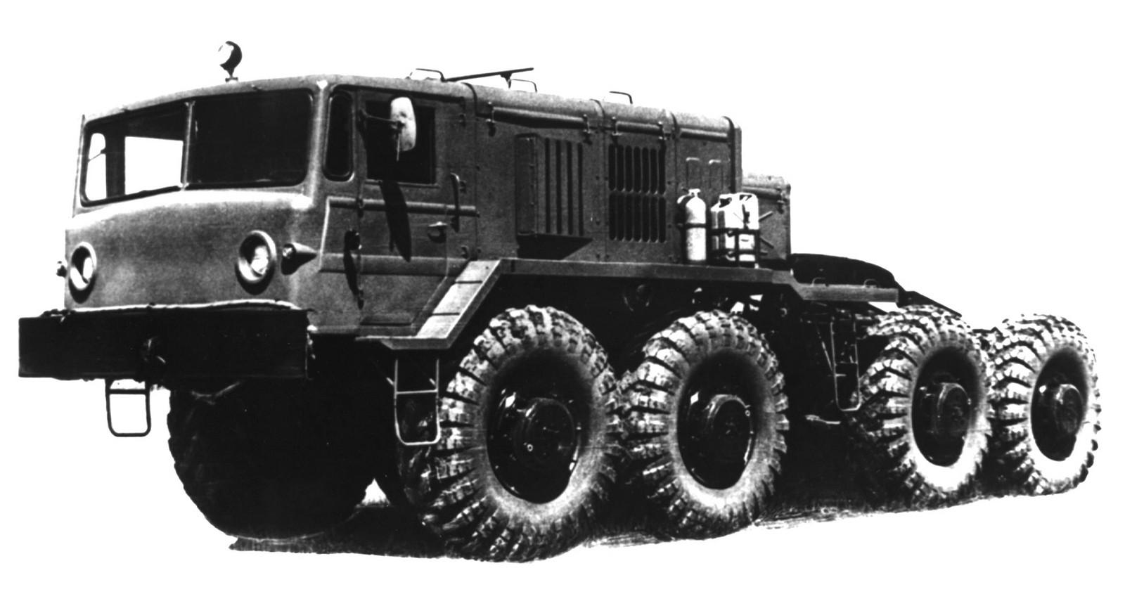 МАЗ-537Г третьего поколения с воздухозаборными коробами. 1979 год (из архива НИИЦ АТ)