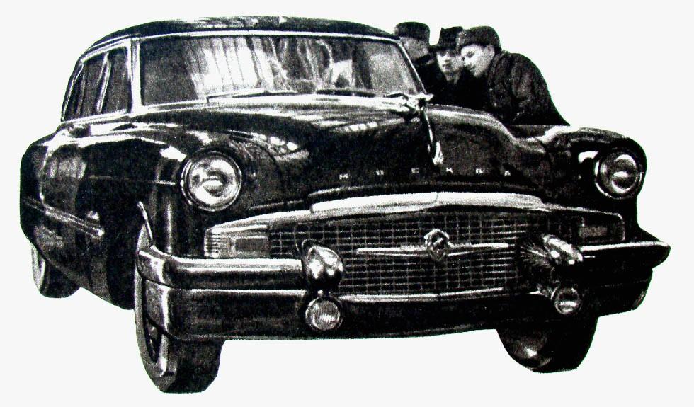 Автомобиль высшего класса ЗИС-111 «Москва» в одном из павильонов ВСХВ (ныне — ВДНХ). 1956 год