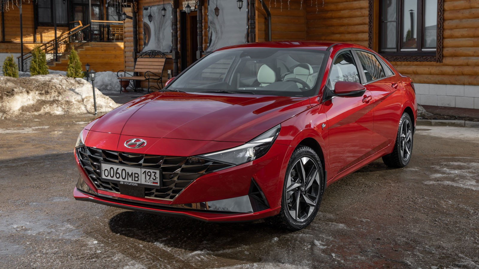 Дерзкий стиль, скучный мотор и разнобой передней и задней подвесок: тест Hyundai Elantra 7