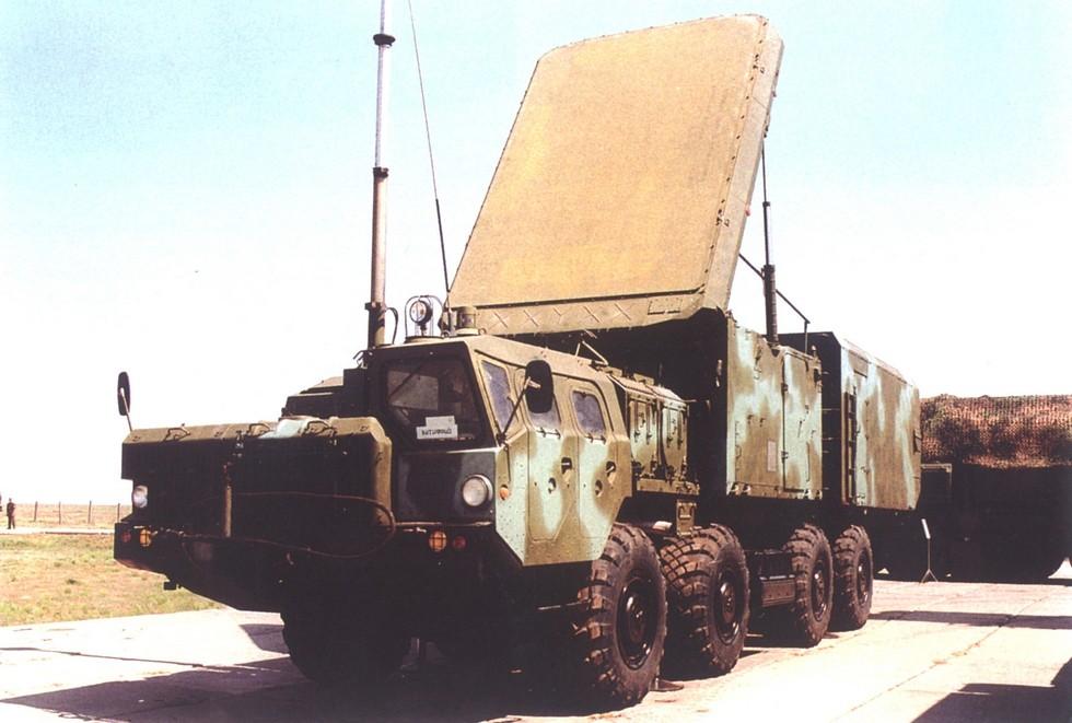 Радиолокационная станция 30Н6 комплекса С-300ПМУ в развернутом положении