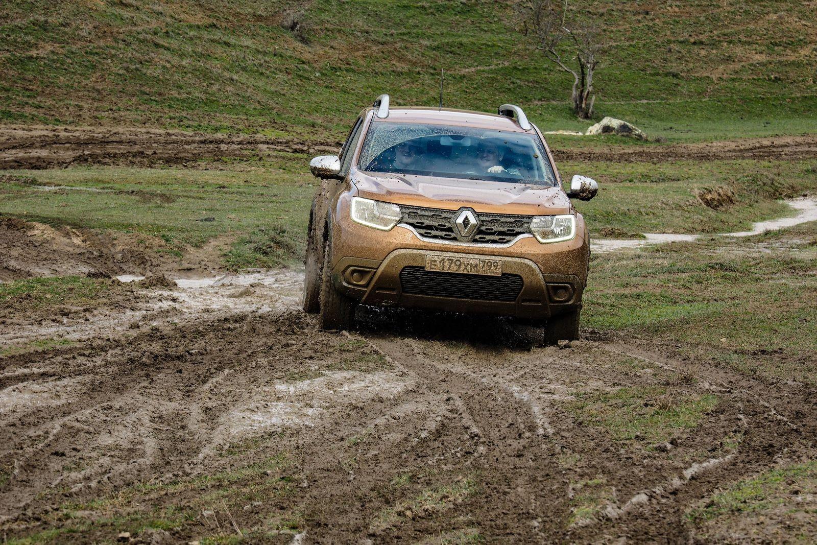 Полет над грунтовками и грязь на порогах: тест-драйв нового Renault Duster