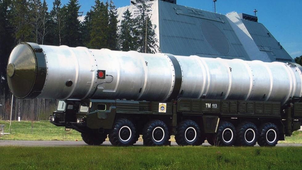 Транспортно-перегрузочная машина на шасси МАЗ-547А в составе комплекса противоракетной обороны А-135 «Амур»