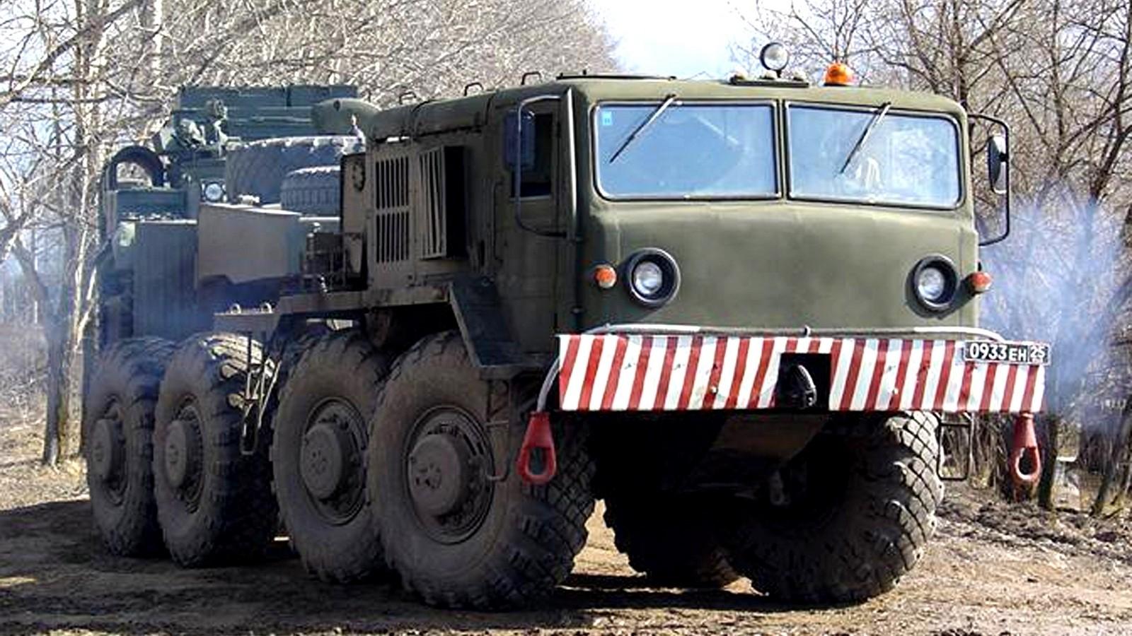 МАЗ-537Г позднего выпуска с открытым размещением баков для горючего (фото А. Гуляева)