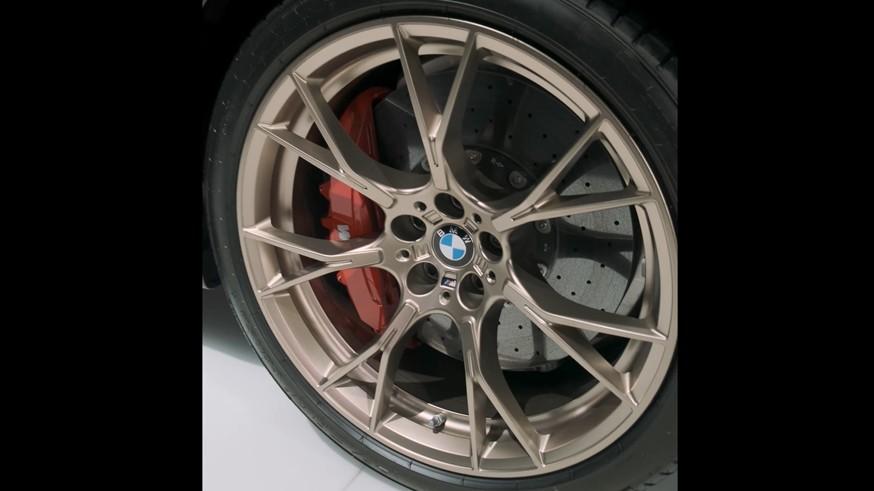 BMW дразнит тизером M5 CS: седан получит 635-сильный мотор