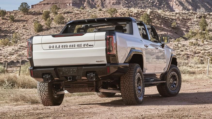 Внедорожник на подходе: GMC засветила пятидверный Hummer EV