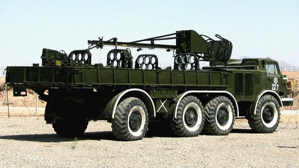 ТЗМ с перегрузочным краном и стойками для 16 ракет (из архива автора)