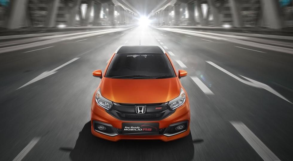 На фото: Honda Mobilio RS. От обычной модели эта версия отличается более агрессивными бамперами
