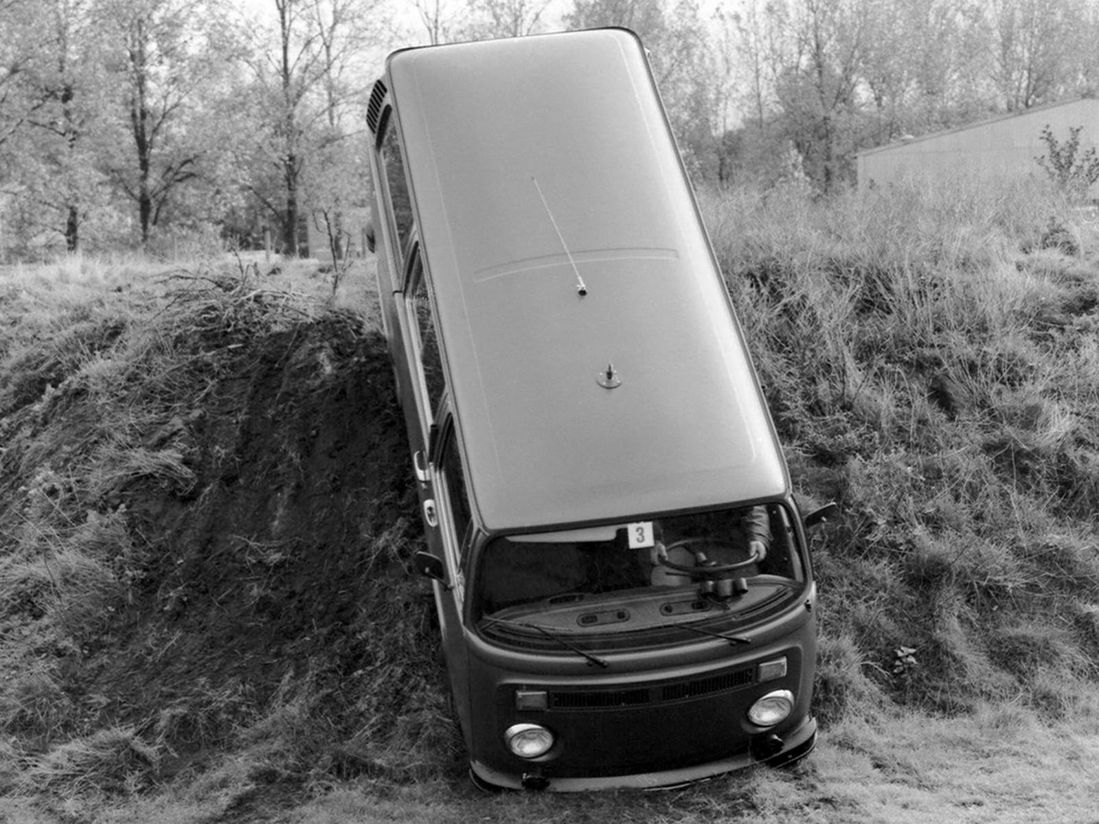 На фото: Volkswagen T2 Bus Syncro '1972–79