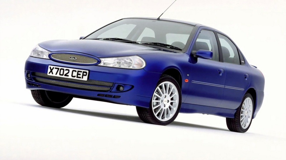 На фото: Ford Mondeo ST200 Sedan '1999–2000